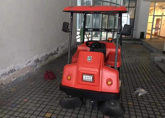 种类不同的电动扫地车都有哪些优点