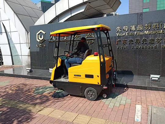 使用驾驶式扫地机需要注意哪些事项
