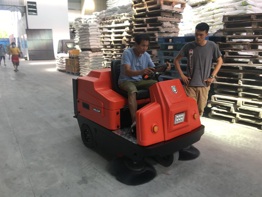 工厂扫地车